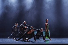 Danish Dance Theatre: Siren (© Peter Lueder)